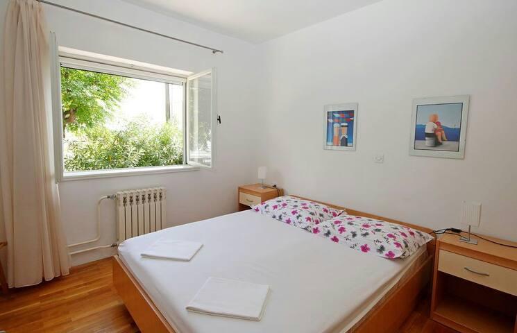 Comfortable cozy room 2 A/C