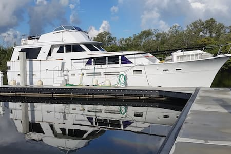 Amazing Yacht, walk to the beach! - Dania Beach