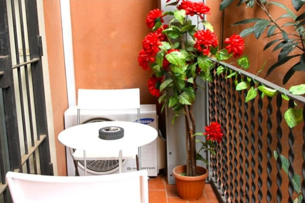 Bed in mixed 8 pers dormitory room in city center - Casa barcelo hostel ...