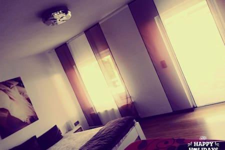 Charmantes & sauberes Zimmer - Apartament