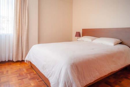 Bright and chic room in Sopocachi - La Paz