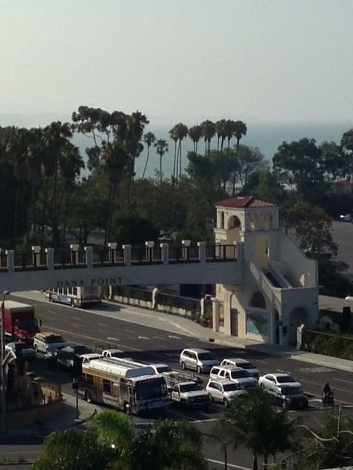 nearyby Dana point bridge can be seen from jogging path