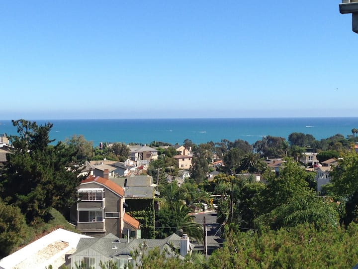 Panoramic Ocean View and walk to beach: 1400 sq ft