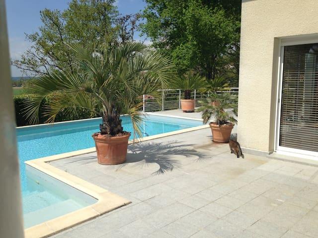 Beau T1 dans Pyrenées Atlantiques - Serres-Castet - Casa