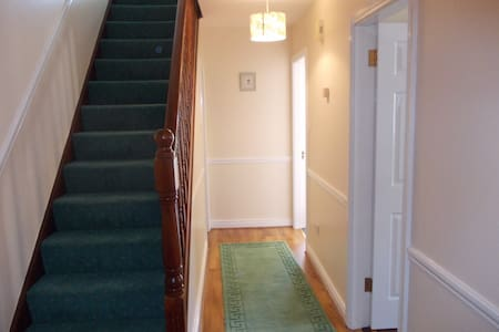 Modern 3 bed Split Level Townhouse. - Athlone - Townhouse