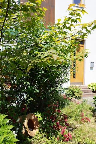 Separate Galeriewohnung im Holzhaus - Großostheim - 아파트