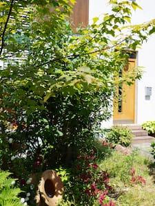Separate Galeriewohnung im Holzhaus - Großostheim