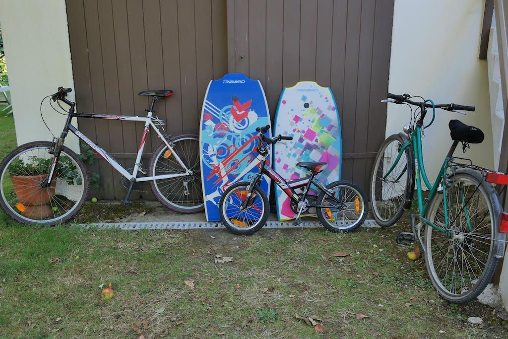 Garage à vélos sous le gîte