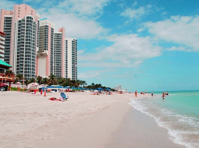 Walk to the Beach!! Great location - Sunny Isles Beach