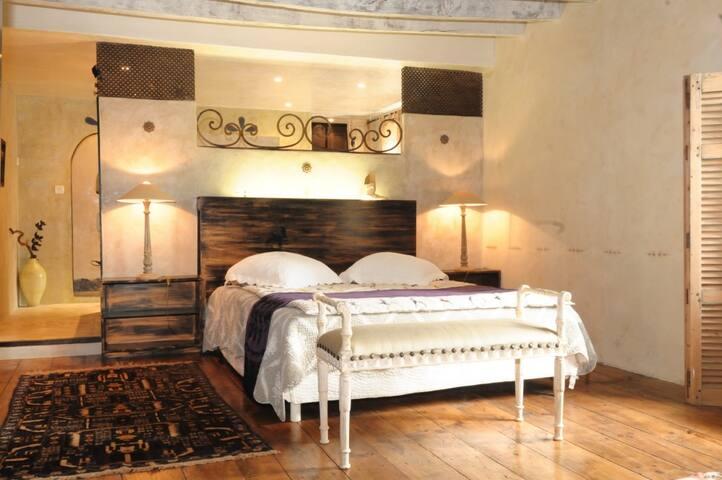 chambre sur cour - Monein - ที่พักพร้อมอาหารเช้า