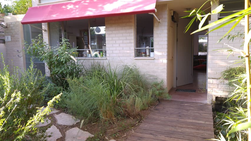 Lighted warm house minutes from TLV - Ramat Gan - House