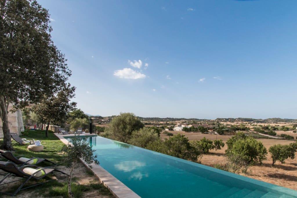 Casa rural con piscina infinita sse casas de campo en for Casa rural con piscina madrid