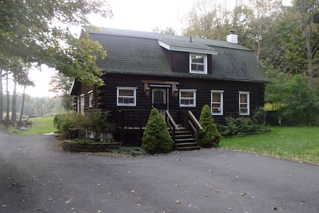 Poconos Cabin on 80 acres with ZOO! - House