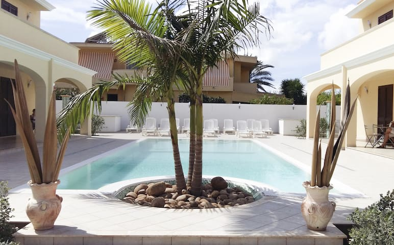 "Appartamenti in Villa con piscina ""OFFERTA SPECIA"" - Mazara del Vallo - Appartement"