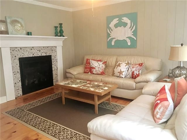 Heart of Historic Downtown*W/D*Fireplace*BBQ
