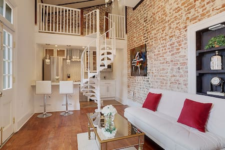 French Quarter Luxury Condo - New Orleans - Condominium