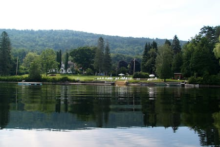 Loch Lyme Lodge - 2BR B&B on pond, pet friendly - Lyme