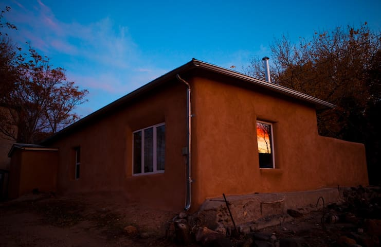 Beautiful Adobe Escape in the Abiquiu Village - Abiquiu