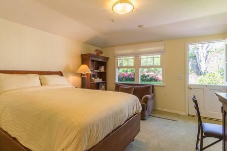 Peaceful Santa Monica Guest Room