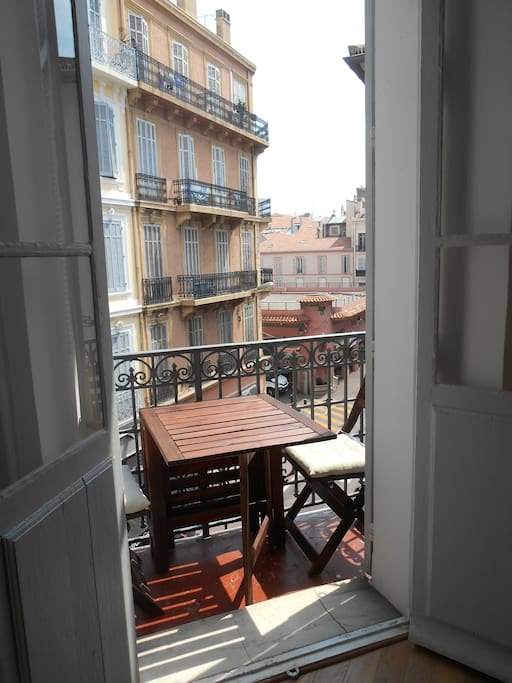 Have your breakfast and morning coffee on the balcony with the view of the sea and Marché de forville.