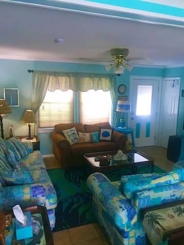 Beachy family room - See the inter-coastal waterway from here!