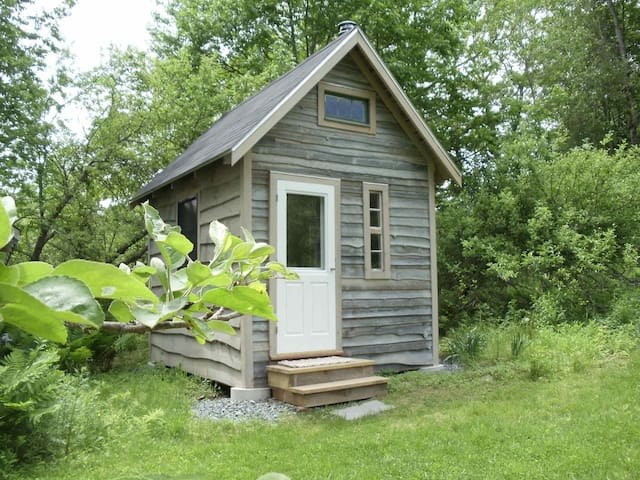 Rustic Contemplative Cabin - Surry - Stuga