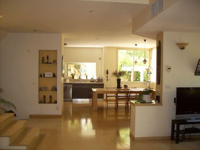 villa with a bid garden - Tzoran-Kadima - Villa