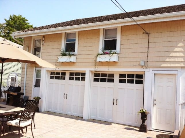 "Oceanside ""Carriage House""  style  - Beach Haven - Leilighet"