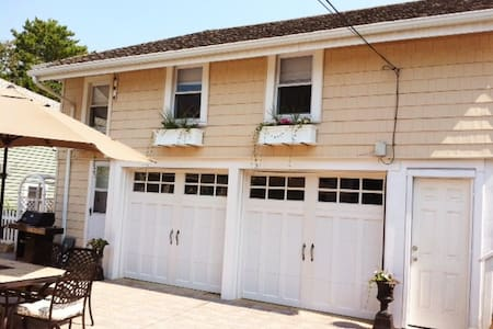 """Oceanside """"Carriage House""""  style  - Beach Haven - Apartment"""