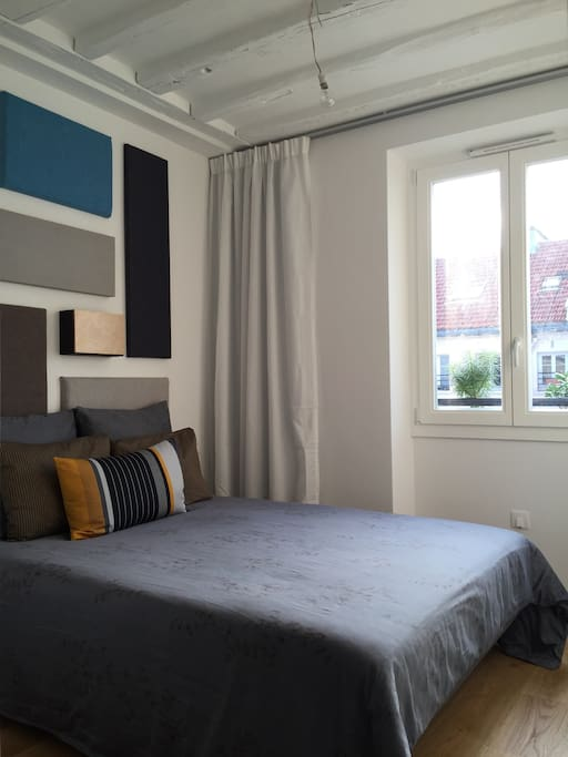 Chambre invité - grand lit / Guestroom with big bed