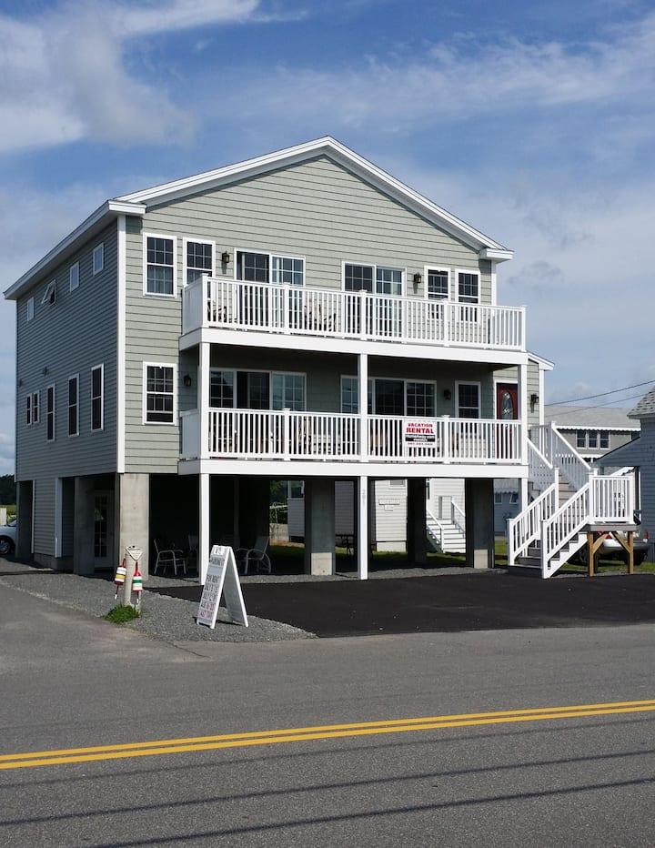 New 4 BR, 5 BA Beach House - 175 FEET FROM BEACH!