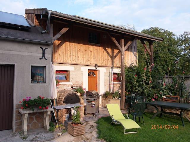 LE SOLEIL DES ARDENNES, gîte écolo - Saint-Étienne-à-Arnes - Rumah