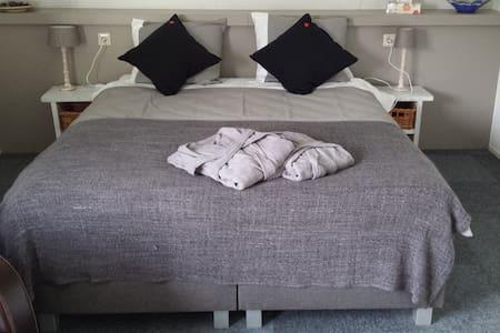 Mooie ruime 2 persoons kamer - Rhenen