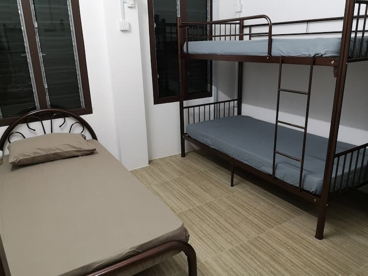 Homey Hostel(single bed in 3 beds mixed dormitory)