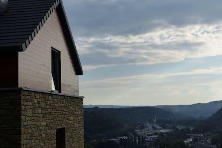 La maison perchee sur sa colline... - Remouchamps