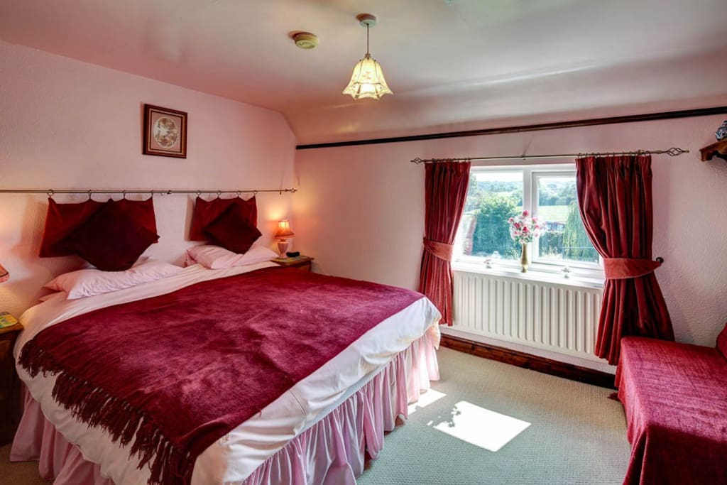 Brecks Cottage Pink Room, en-suite with all ammenities