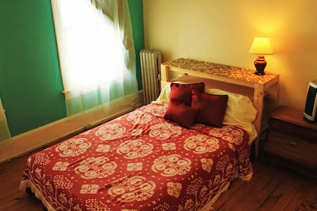 Comfortable room 5min from Downtown