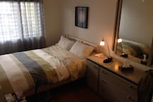 Queen bed , soft and comfortable. Bedroom with closet for storing clothes