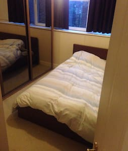 Lovely bedroom & private bathroom - Apartmen