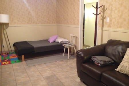 Grande chambre 2 lits, télévision + divan - Saint-Charles-Borromée - Talo