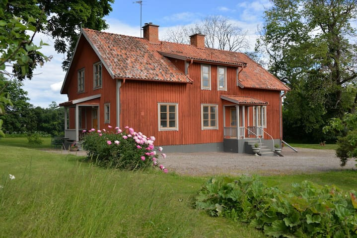 Större lägenhet på gammal prästgård - Katrineholm N - Byt