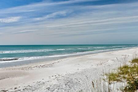 White sand Beach steps away 1 b/1b