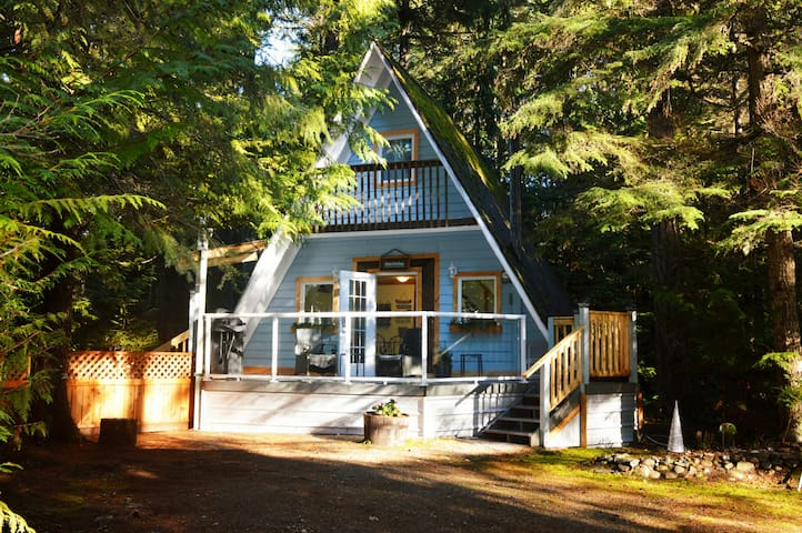Stone's Throw Cottage Retreat - Qualicum Beach - Chatka