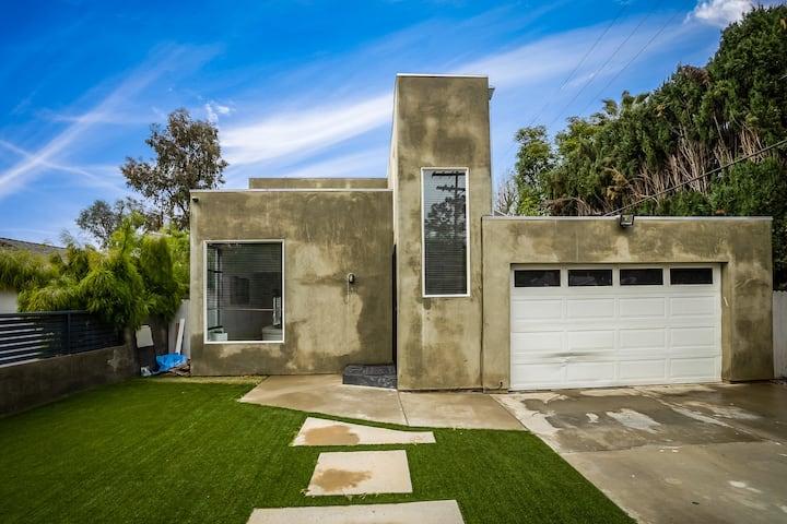 Modern 5B Villa Woodland Hills
