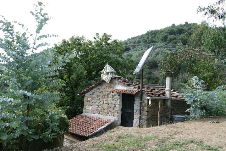 Charmante maisonnette en pierre et bois