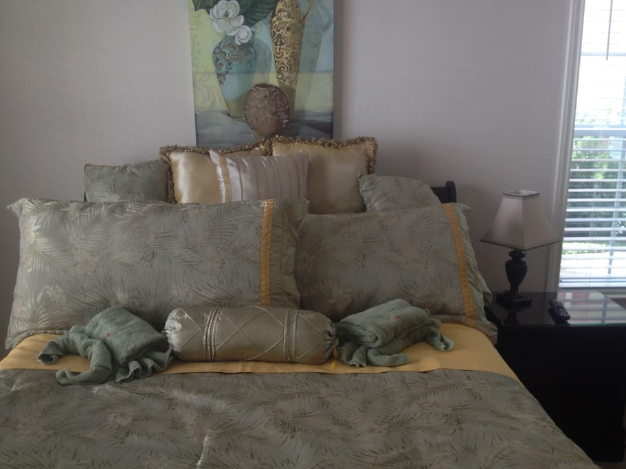 Queen bed in second guest room