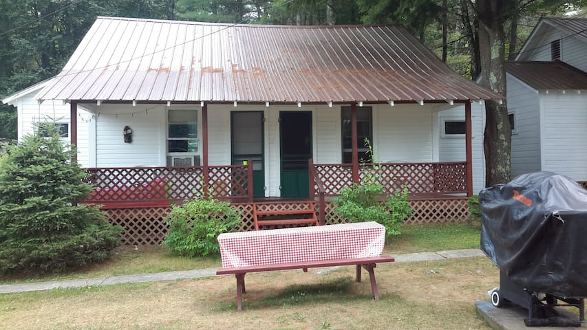 2 Bedroom Cottage with Lake view