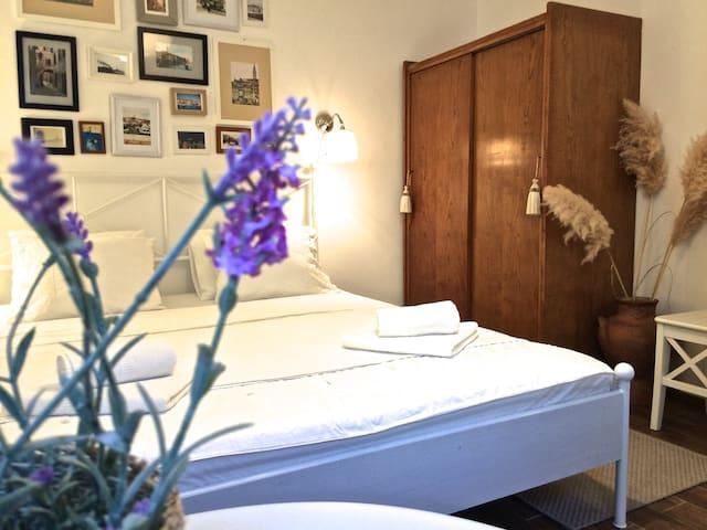 master bedroom (bed size 180x200cm)