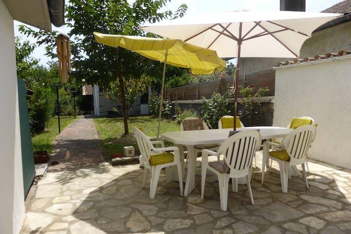 Maison de famille bien équipée - Carresse-Cassaber - House