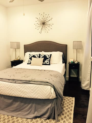 Private room in the heart of Dallas - Dallas - Radhus